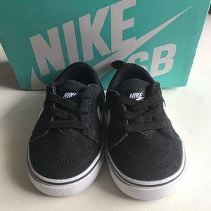 Infant Nike Satire II TD Black Shoes- Size 2C